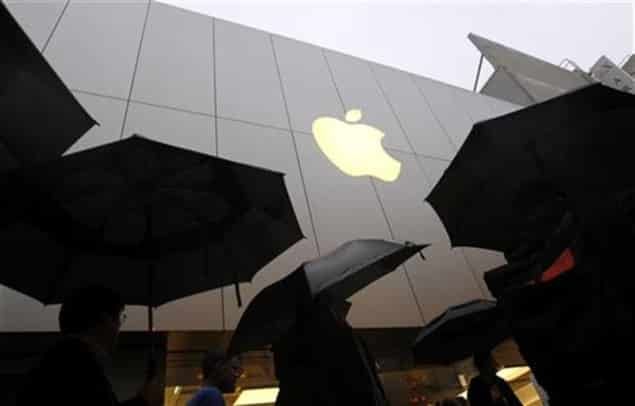 apple-ceo-talks-big