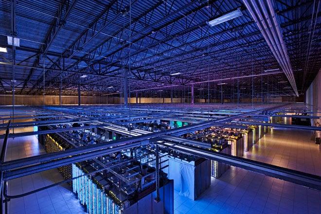 طابق السيرفرات في جوجل تصوير Google/Connie Zhou