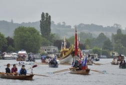 13 Jun 2015, Taplow, Buckinghamshire, England, UK --- Taplow, United Kingdom. 13th June 2015 -- Gloriana, surrounded by riverboats and barges of all sizes during the River Relay on the River Thames. -- The Royal Rowbarge, Gloriana, took a role of honour on the River Thames as facsimiles of the Magna Carta document were handed over in a two-day river relay which stopped off at various points on the route where enactments took place. --- Image by © Lynda Bowyer/Demotix/Corbis